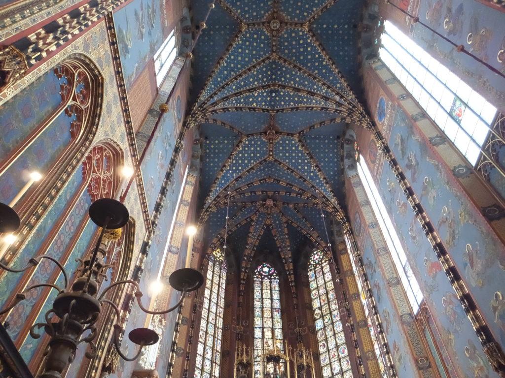 聖マリア教会の青い天井と壁面、ゴシック様式