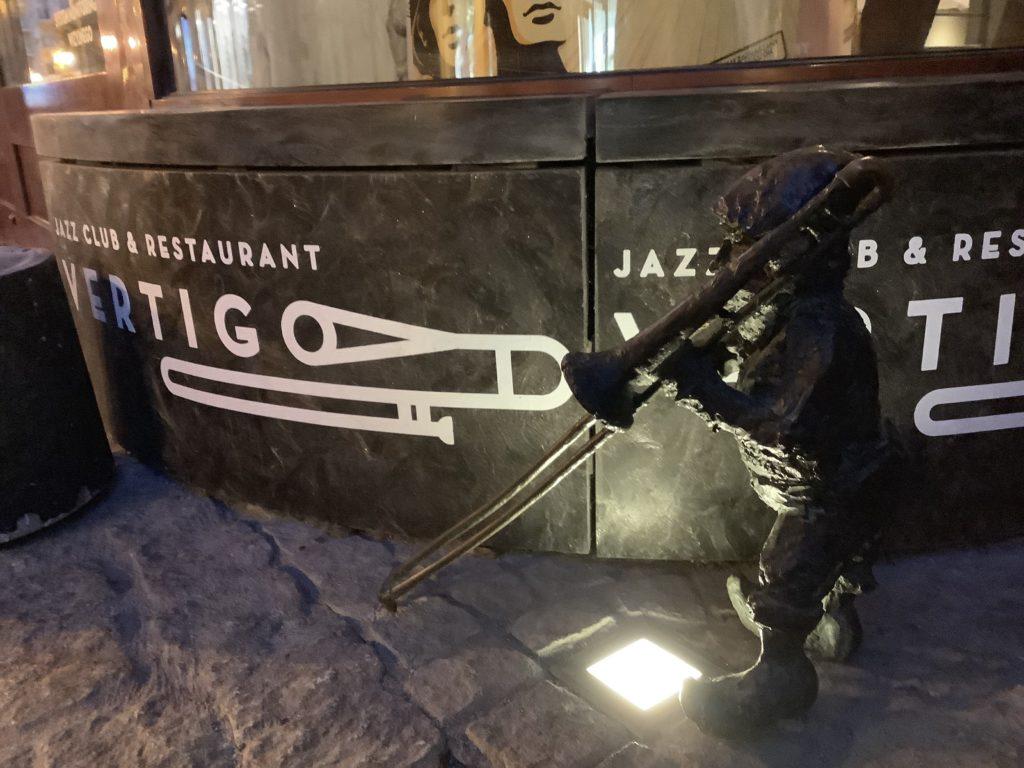 ヴロツワフのトランペットを吹く銅像