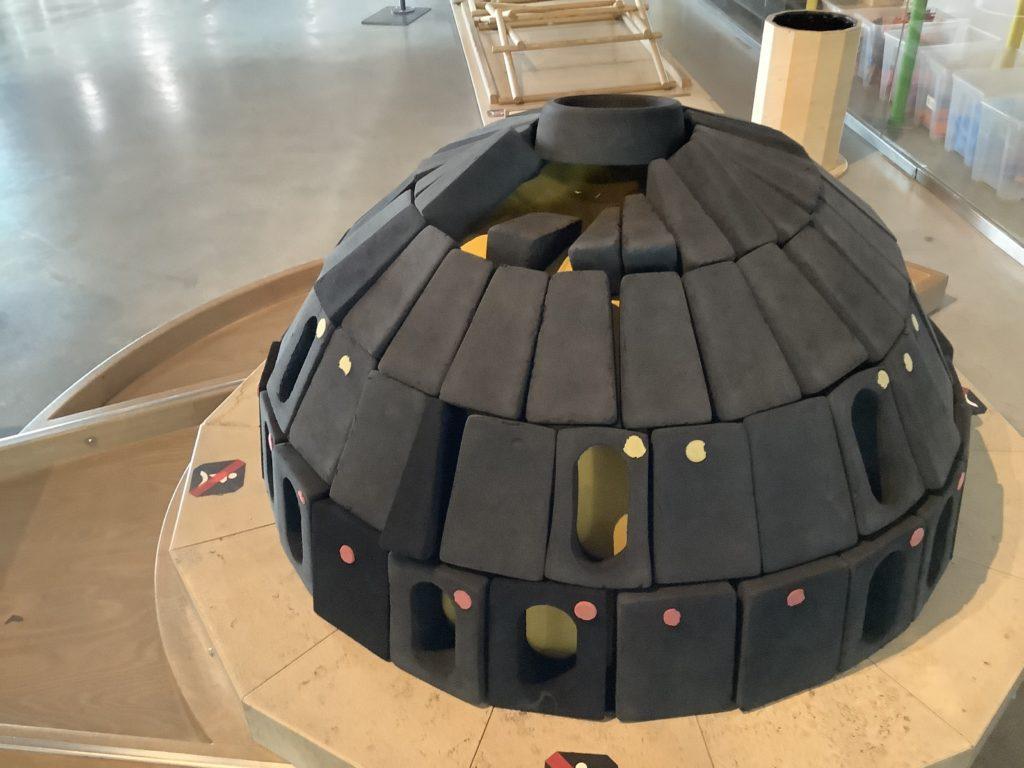 ポーランドのコペルニクス科学センターのブロックで作られたドーム