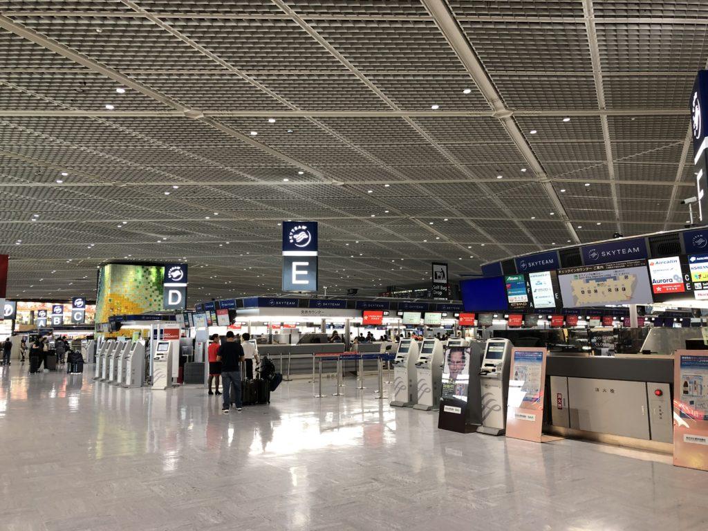 成田空港のチケットカウンター