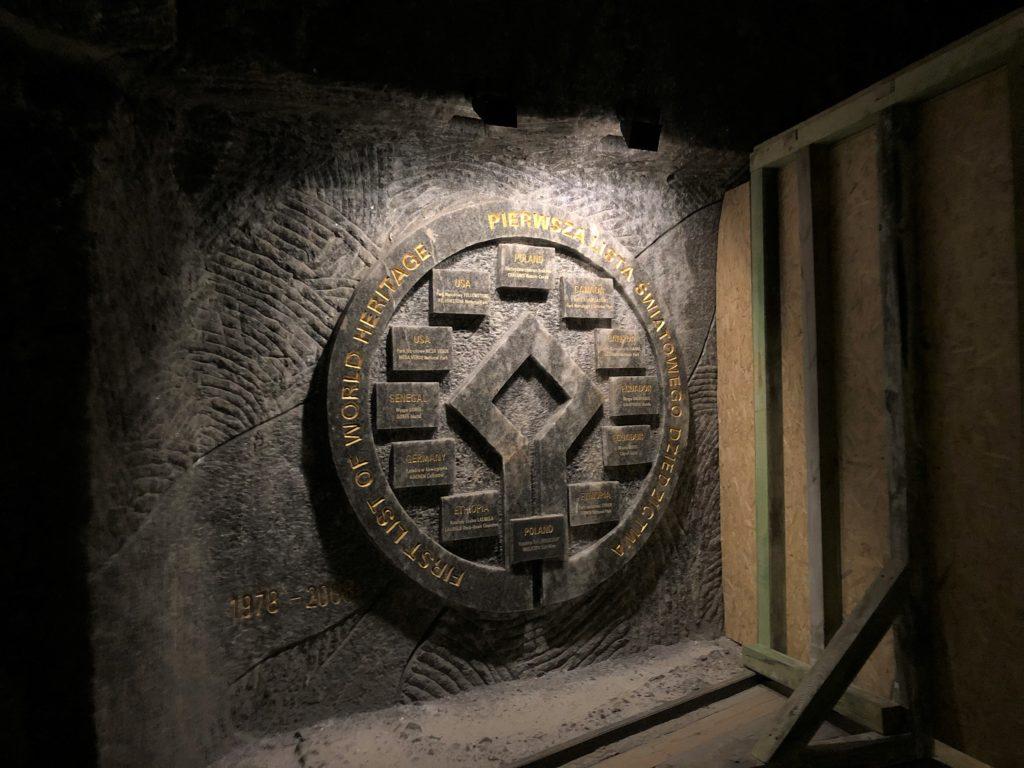 ヴィエリチカ岩塩抗にある世界遺産のプレート