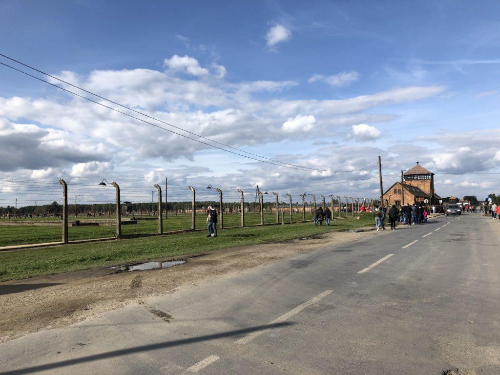 アウシュヴィッツ・ビルケナウ収容所と鉄の柵
