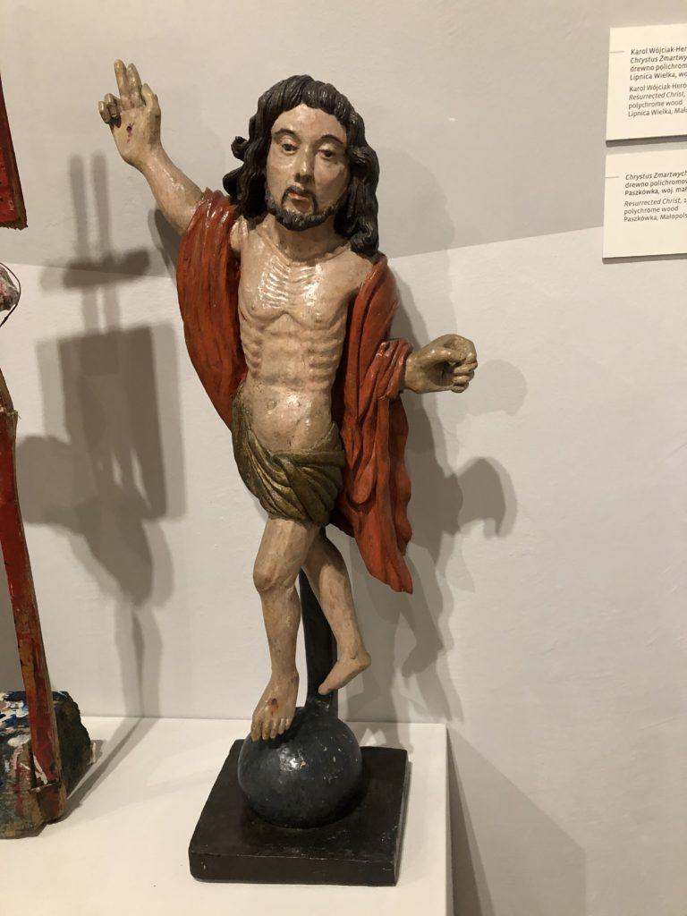 片手をあげるイエス像