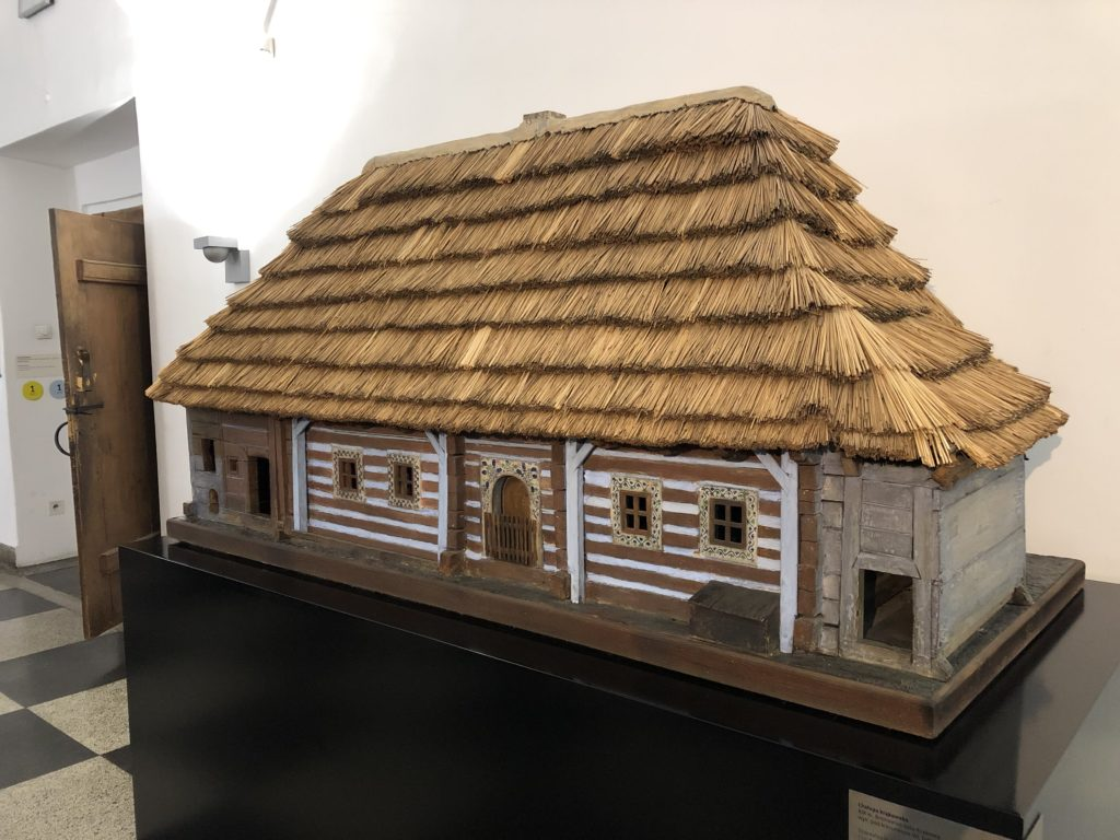 クラクフ民族学博物館の藁屋根の家の建築模型