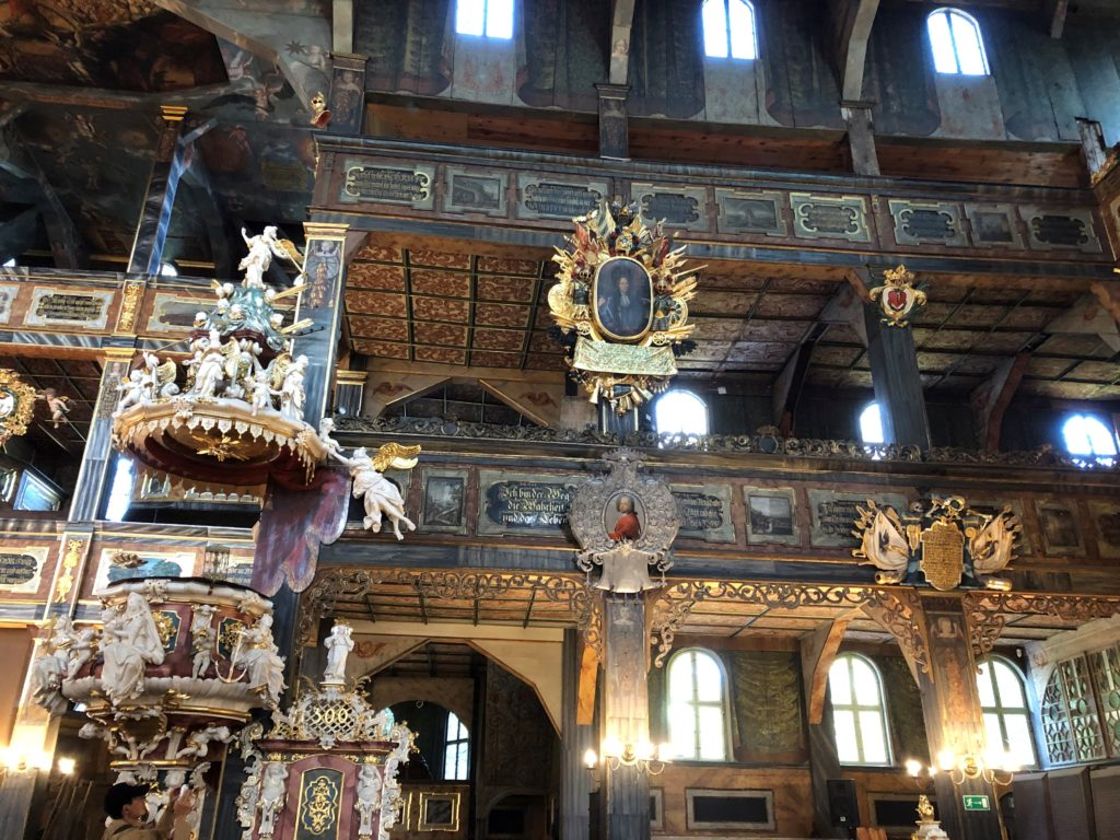 シフィドニツァ教会はバルコニー部分の天井にも模様が描かれている