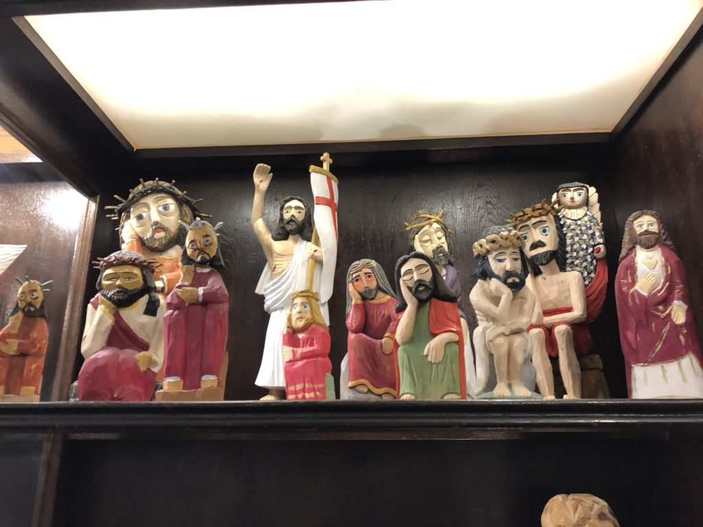 ポーランド土産、キリスト像などの木工作品