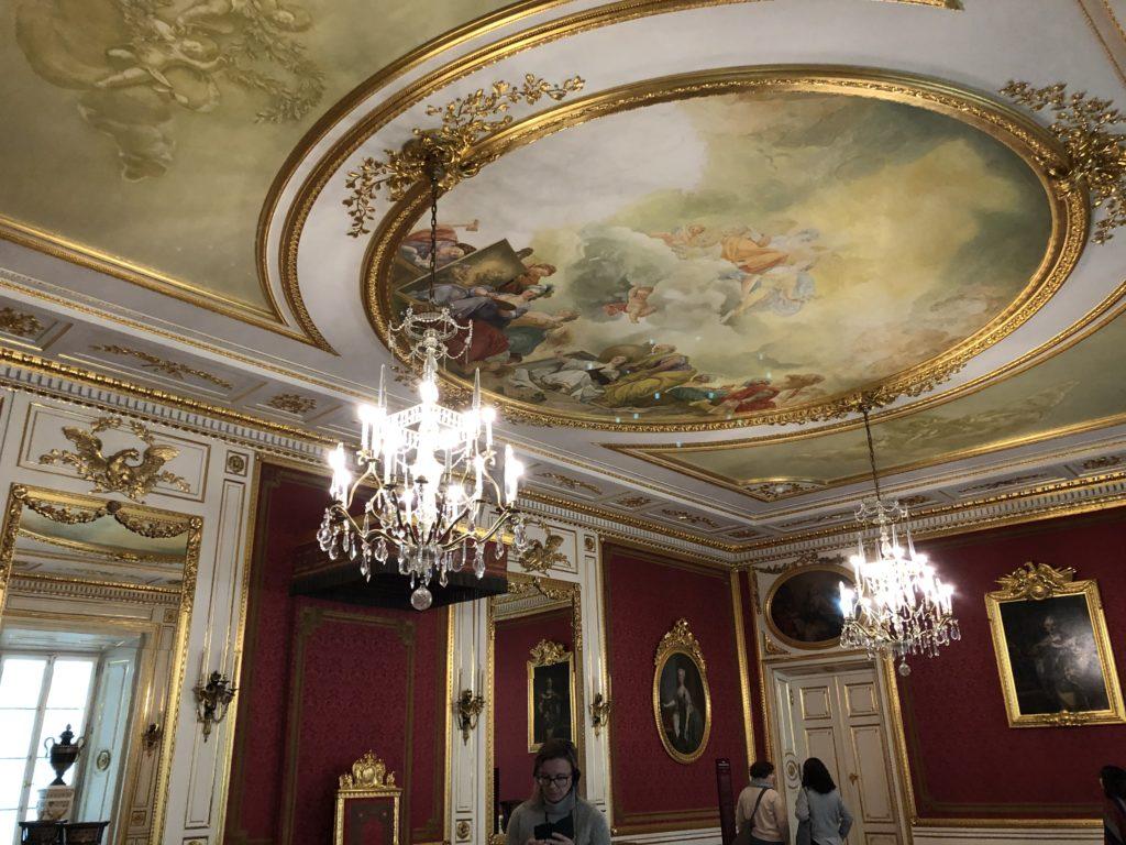 ワルシャワ旧王宮の天井絵とシャンデリア