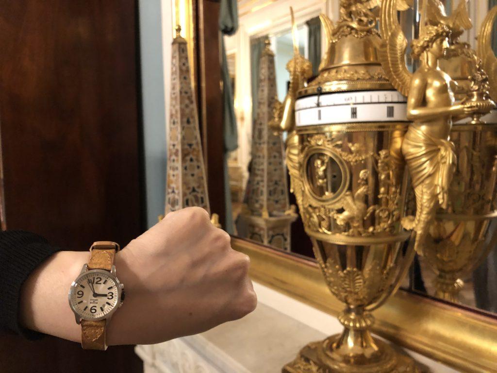 ワルシャワ旧王宮の金の置時計