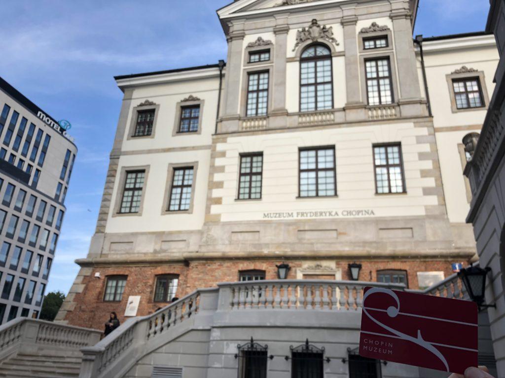 ポーランドのフレデリック・ショパン博物館の外観と水曜無料だったチケット