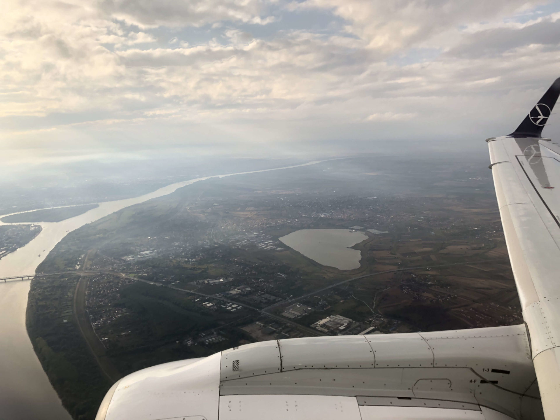 飛行機から見えるハート型の池