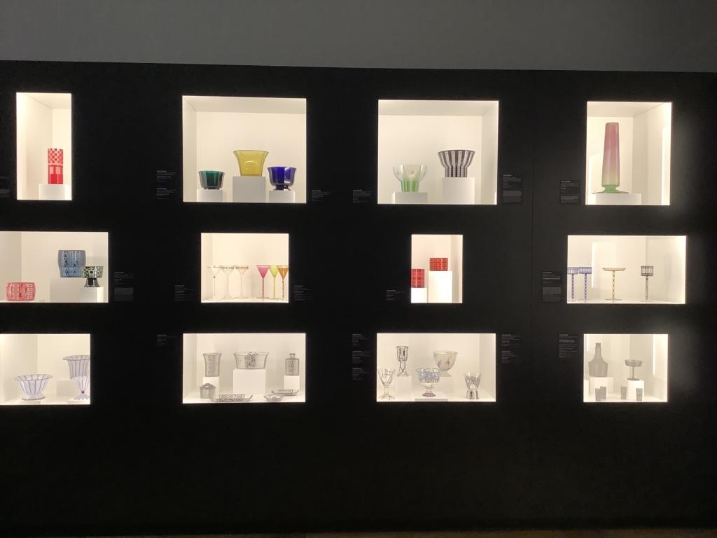レオポルド美術館のモダンなデザインのガラス