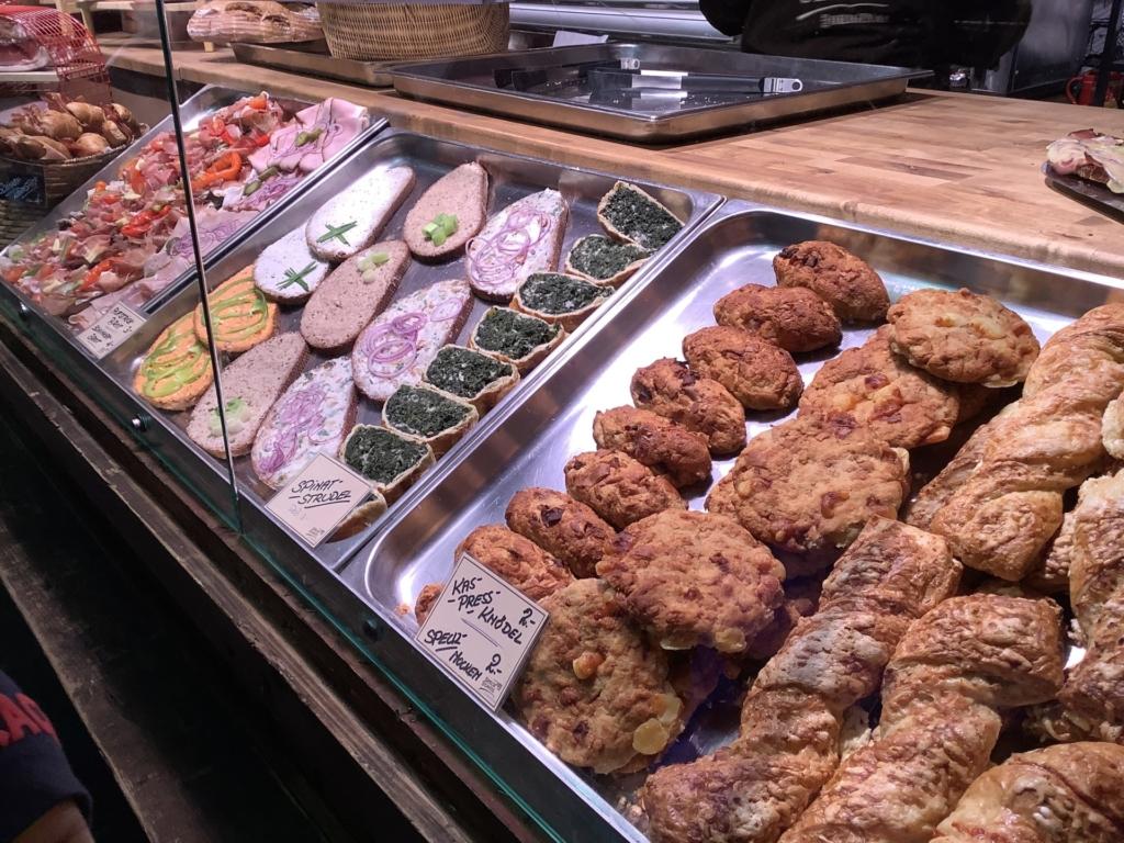 ウィーンのクリスマスマーケットのパンなど