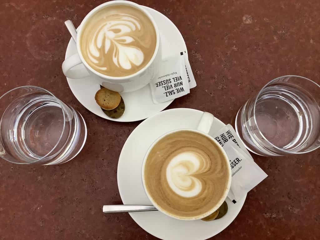 Joseph Brot ウィーンのパン屋のカフェラテ