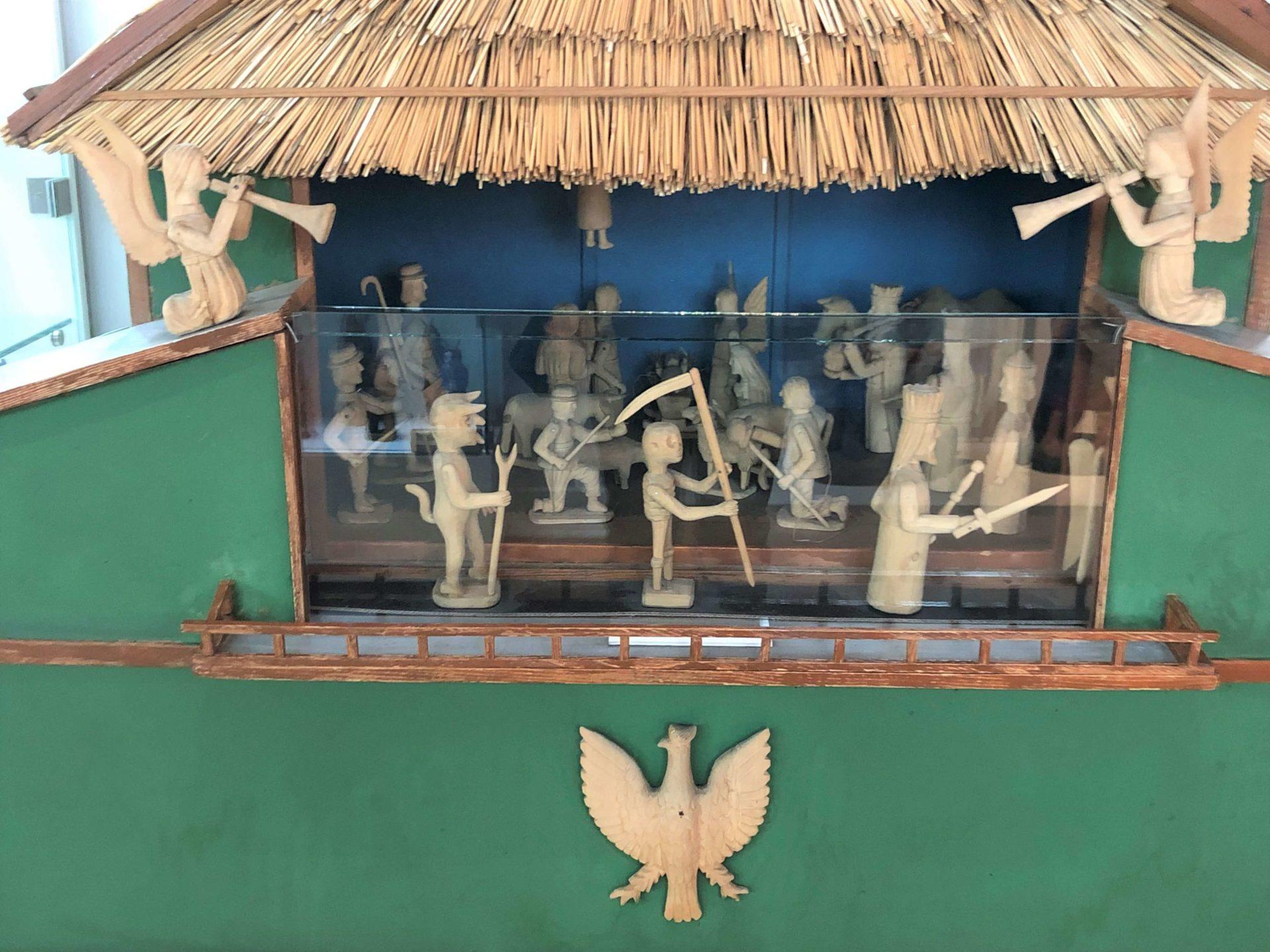 ポーランドの木彫りのおもちゃ