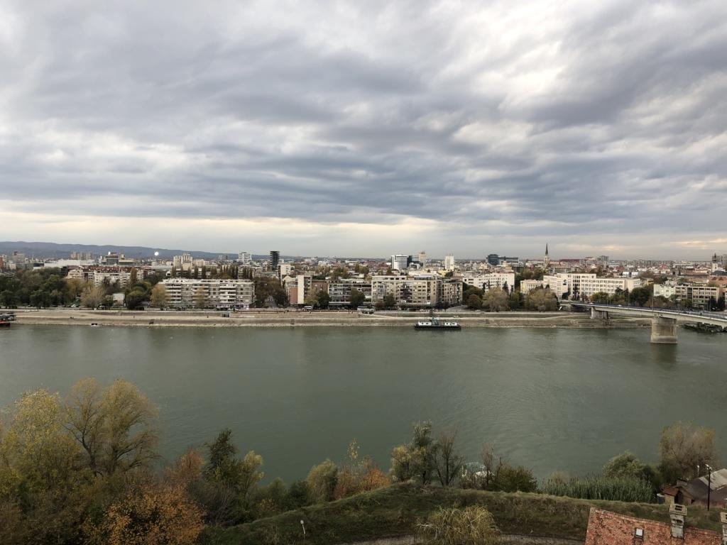 ノヴィ・サドの要塞から見た川と街