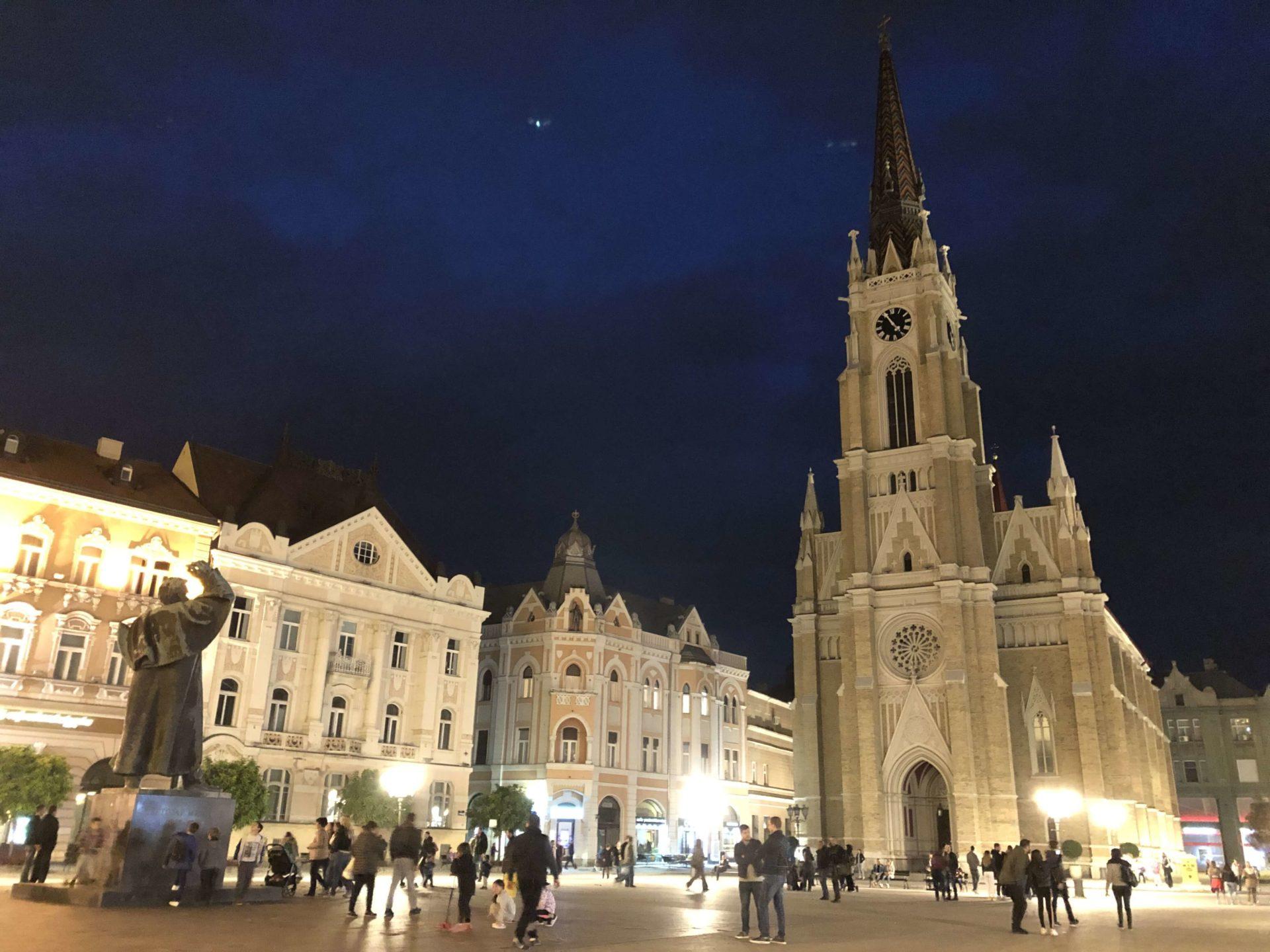 ノヴィ・サドの教会と広場