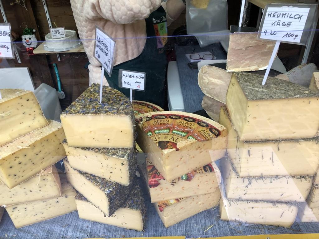 ウィーンのクリスマスマーケットのチーズ屋