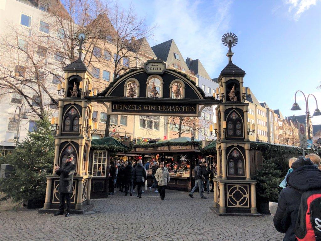 ケルンのクリスマスマーケットの入り口の門