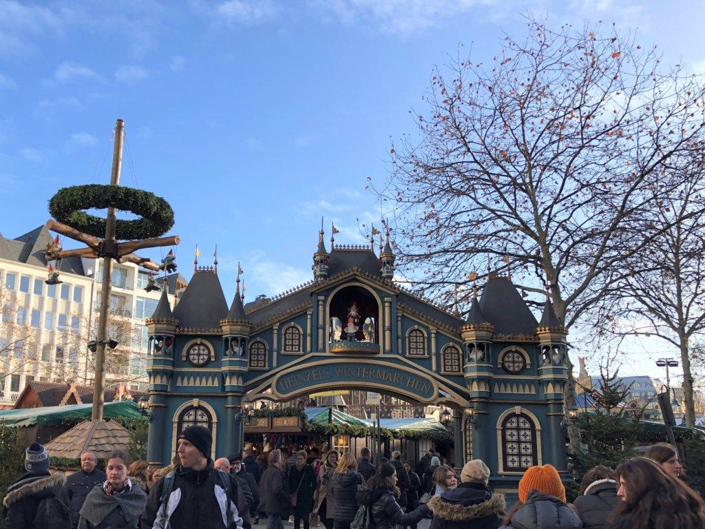 ドイツクリスマスマーケットの青い小人の門