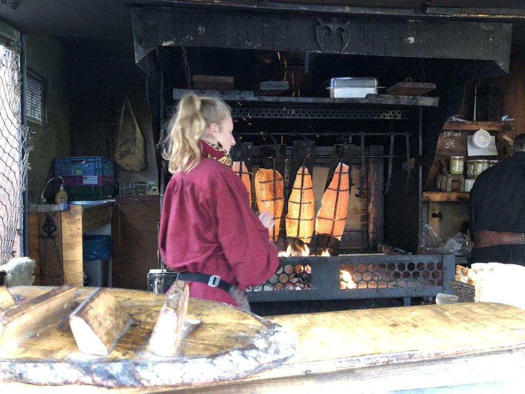 Siegburg(ジークブルク)クリスマスマーケットのサーモン焼き