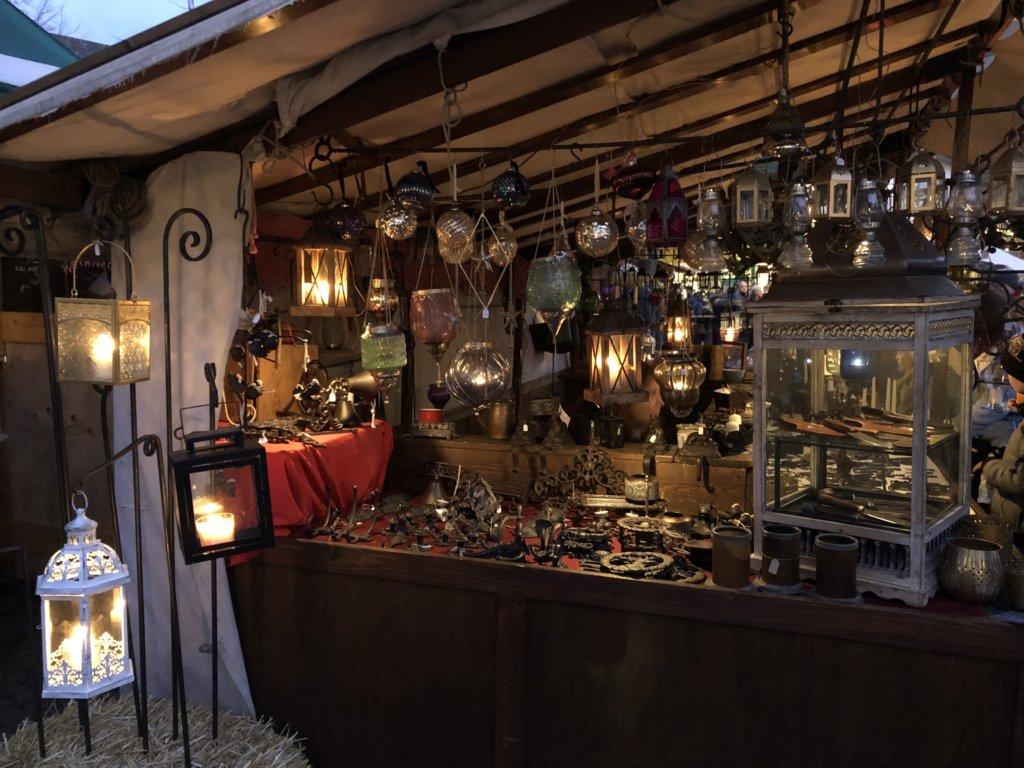 Siegburg(ジークブルク)クリスマスマーケットのランプ売場