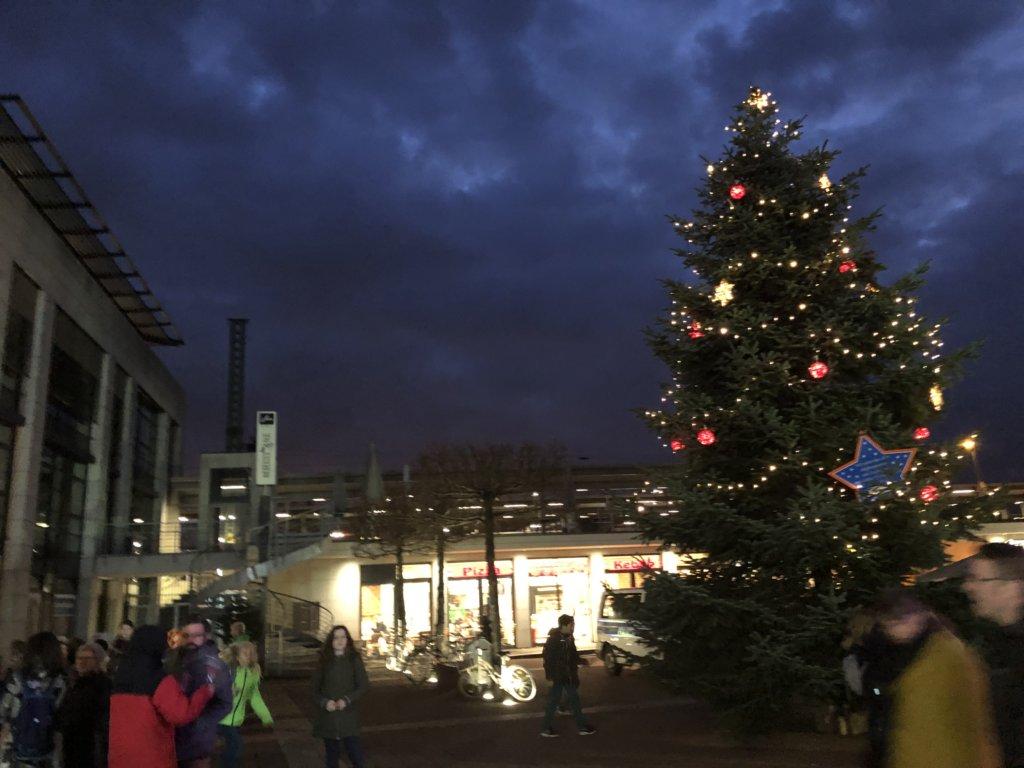 Siegburg(ジークブルク)駅前のクリスマスツリー