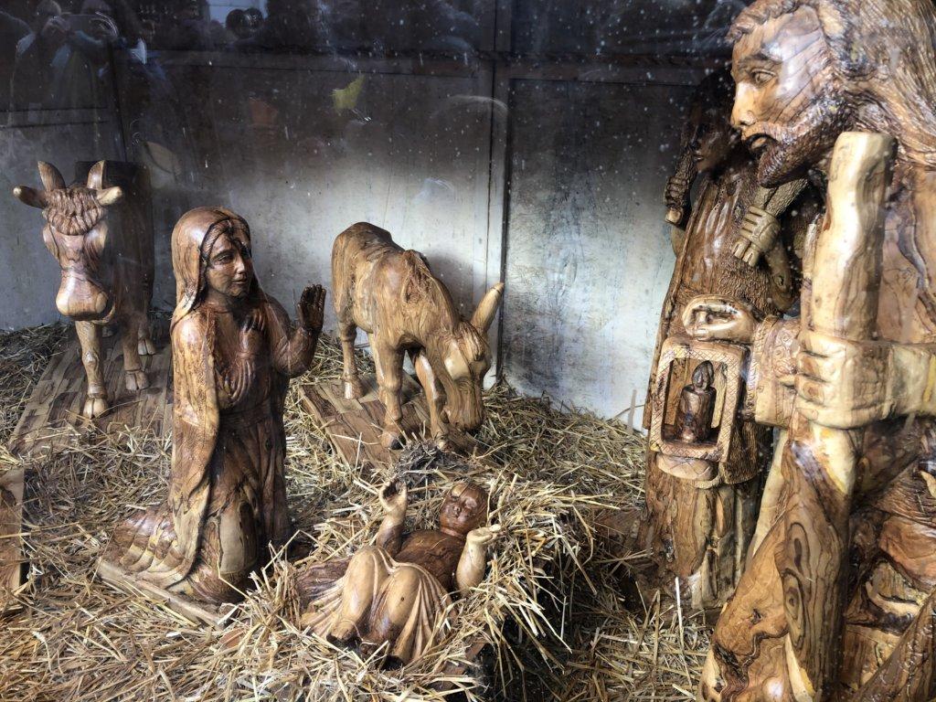 ドイツクリスマスマーケットの木彫りのcrib(クリブ)