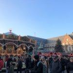 クリスマスマーケットのメリーゴーランド