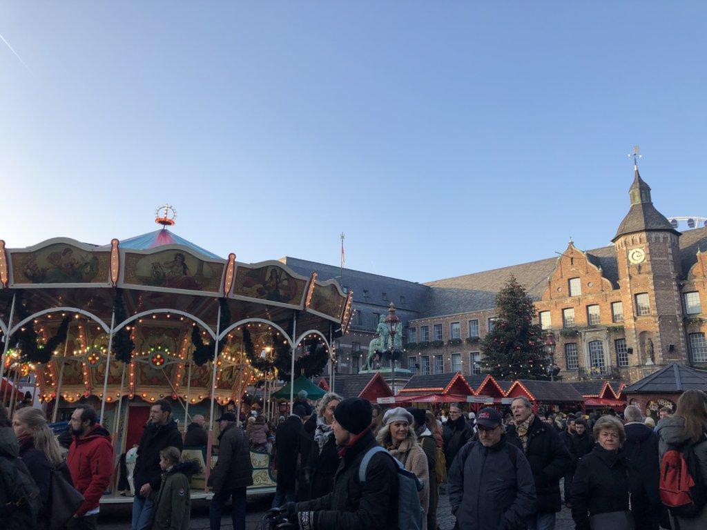 ドイツクリスマスマーケットのメリーゴーランド