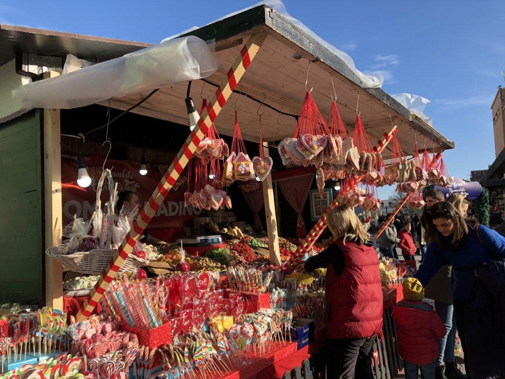 クリスマスマーケットのお菓子屋