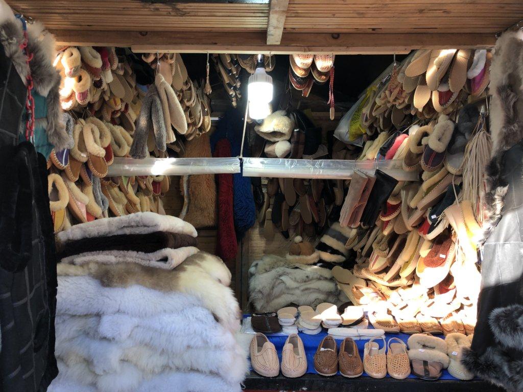 冬用の靴を売る屋台