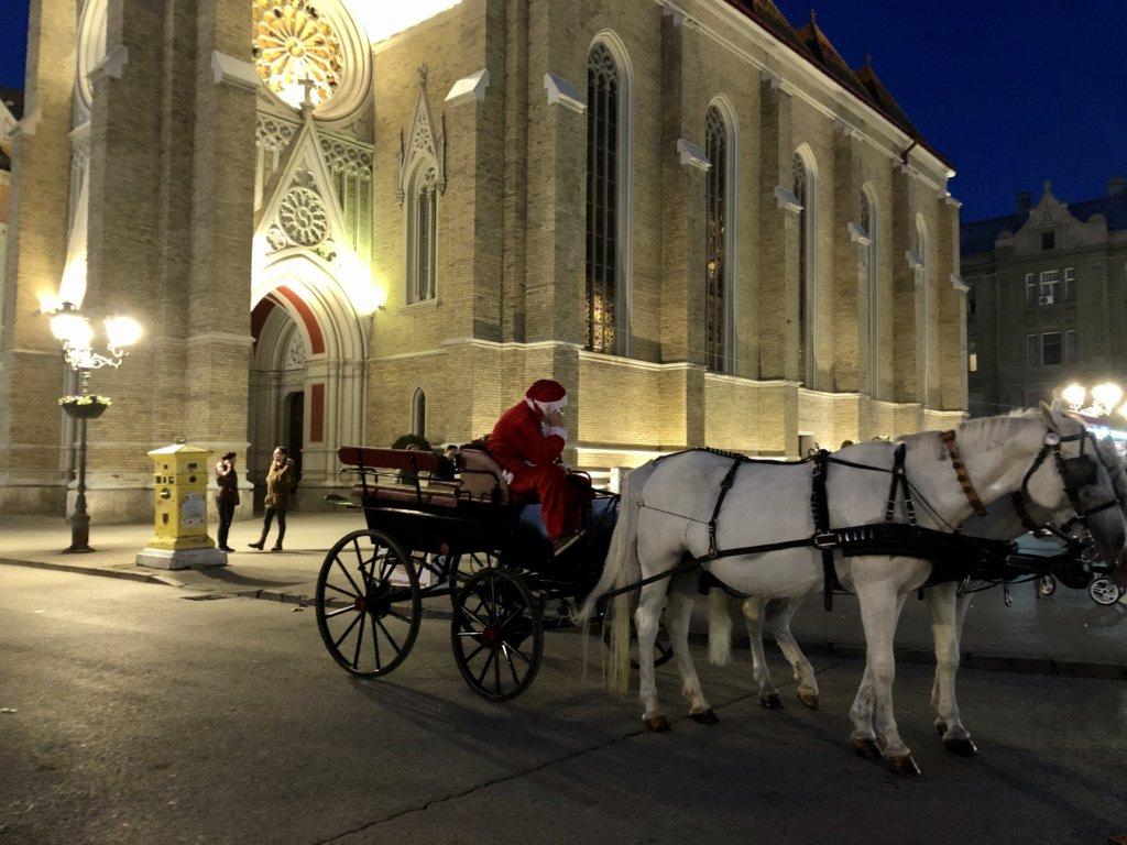 馬車とサンタと教会