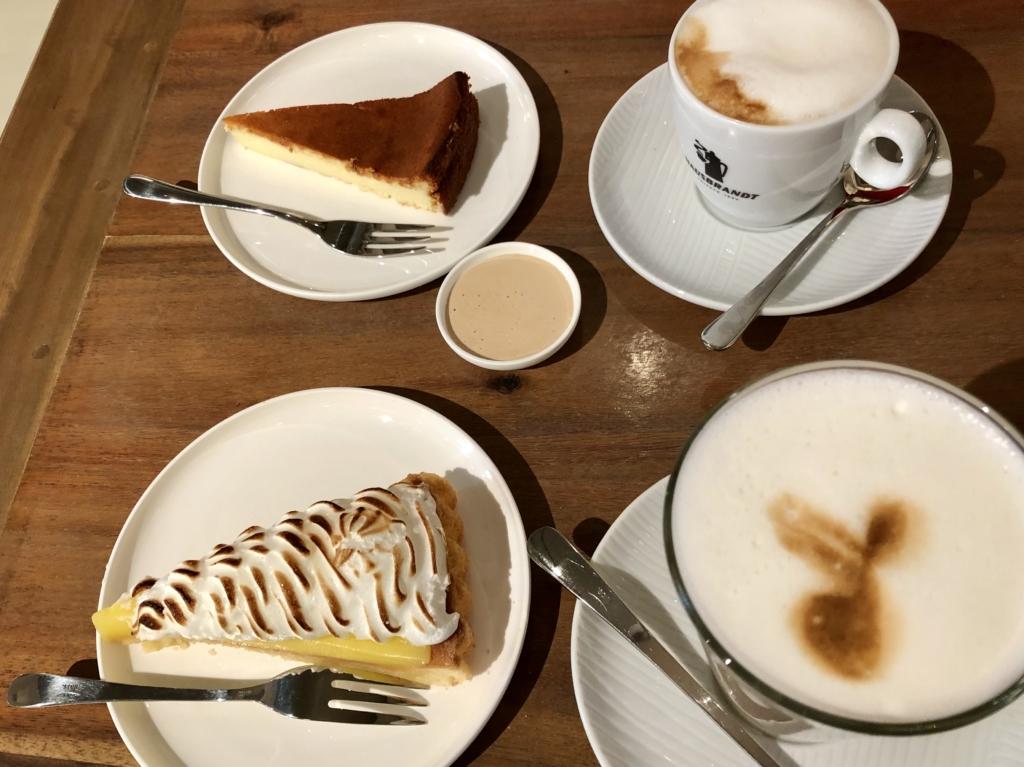Marco Simonis Bastei10のカフェラテとケーキ