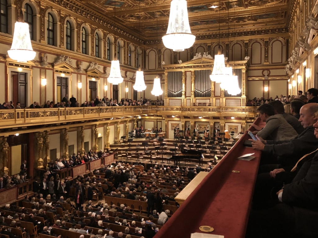 ウィーン学友協会の2階から見える満席の大ホール