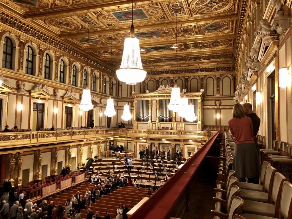 ウィーン学友協会のシャンデリアと大ホール