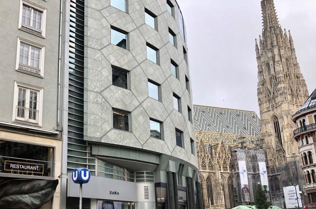 シュテファン大聖堂と現代の建物