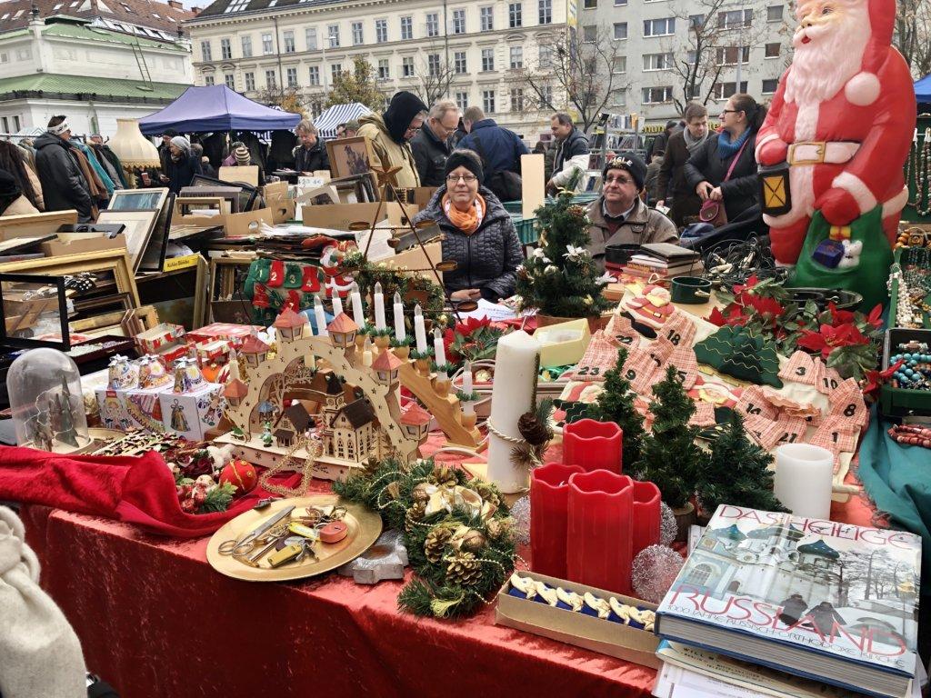 ウィーンのNaschmarkt(ナッシュマクルト)のクリスマスグッズ