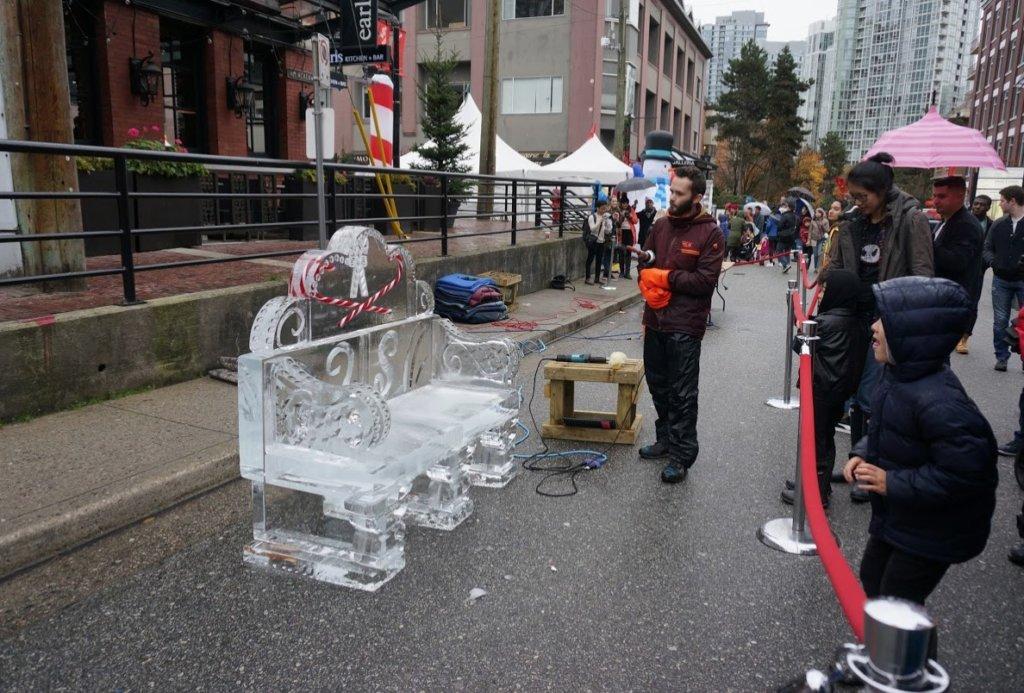 カナダのクリスマスの氷のソファ