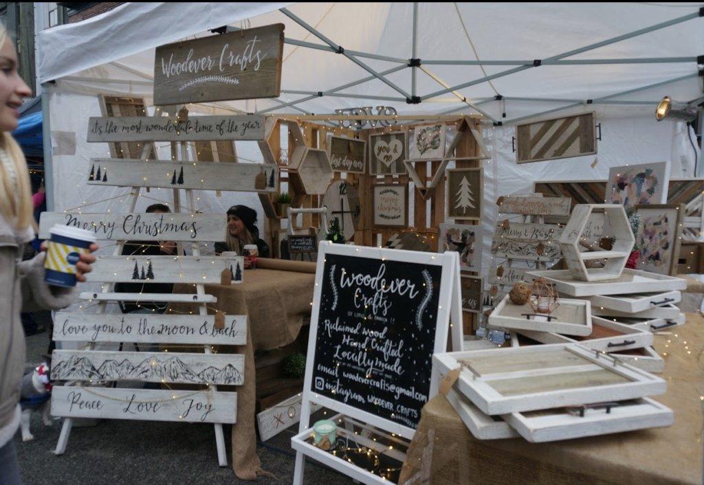 カナダのクリスマスマーケットの手作り市