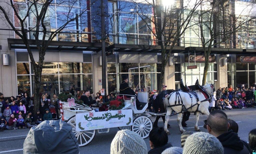 カナダのクリスマスパレードの馬車