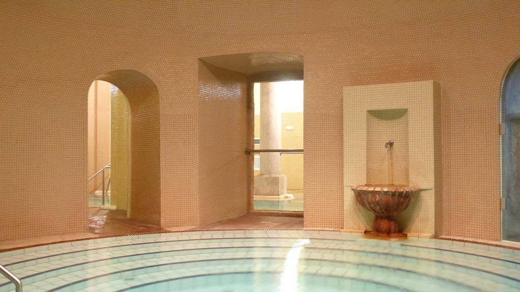 ブダペスト、ルカーチ温泉St. Lukács Thermal Bathsの40℃の温泉