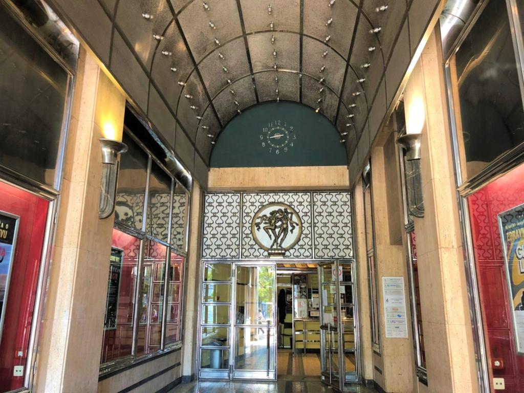 セルビア、ベオグラードのTerazije Theatre(テラジイェ劇場)の入り口