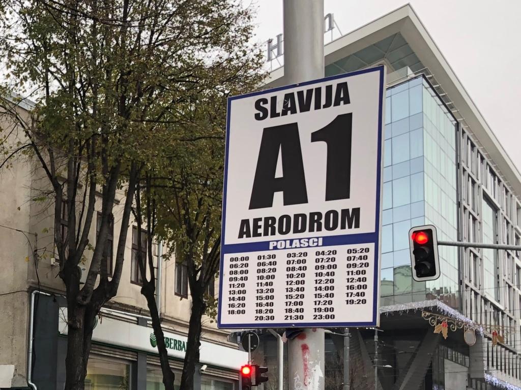 セルビア、ベオグラード市内から空港へ行くバスの時刻表