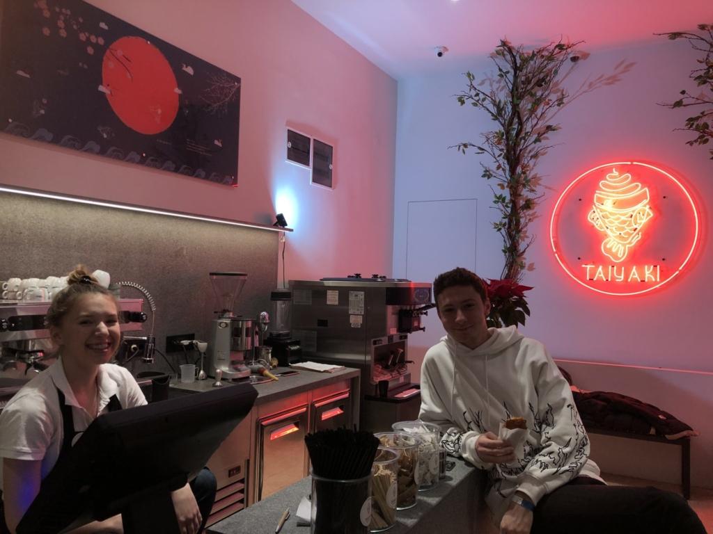 セルビア、ベオグラードの店員と友達