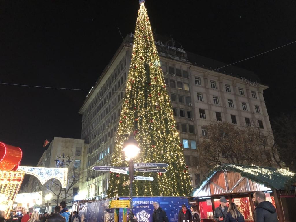 ベオグラードの大きなクリスマスツリー
