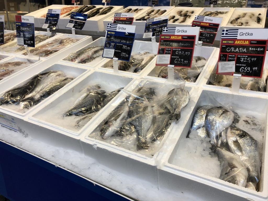 ベオグラードのMETROの魚売り場
