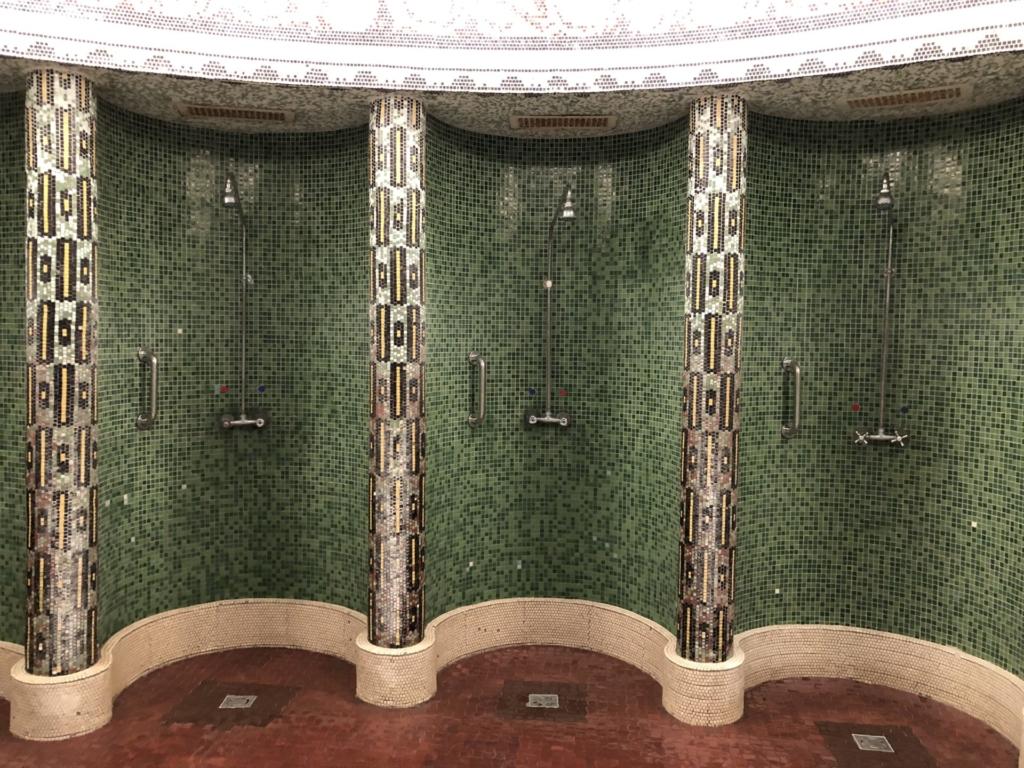ゲッレールト温泉Gellért Thermal Bathのシャワー