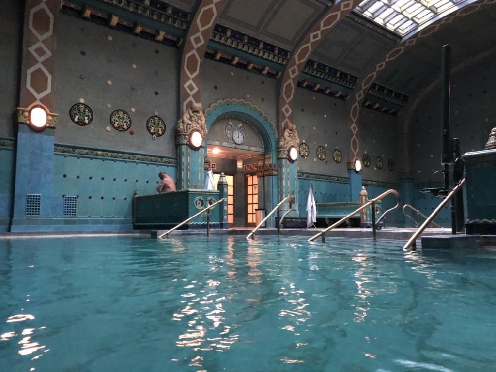 ゲッレールト温泉Gellért Thermal Bathのアールヌーヴォー様式の館内