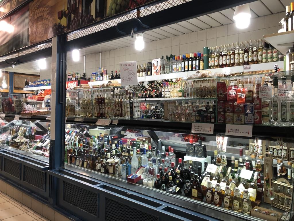 ブダペストの中央市場の酒屋