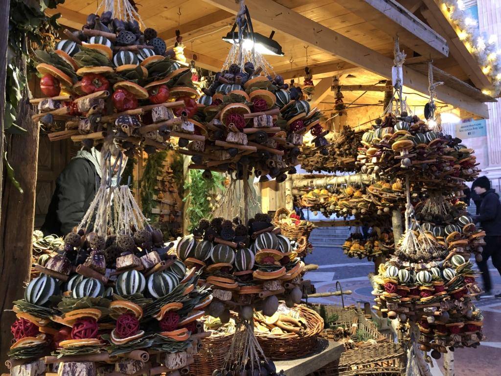 ブダペストのクリスマスマーケットの飾り